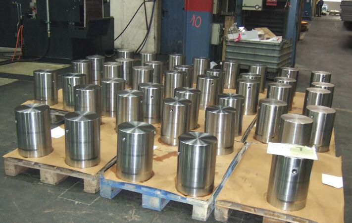 Pistons for ContiRoll presses